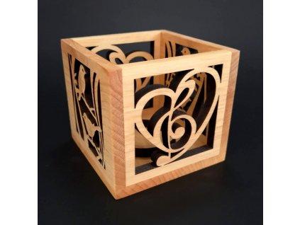 Dřevěný svícen krychle s motivem ptáčků a srdce s houslovým klíčem, masivní dřevo, 10x10x10 cm