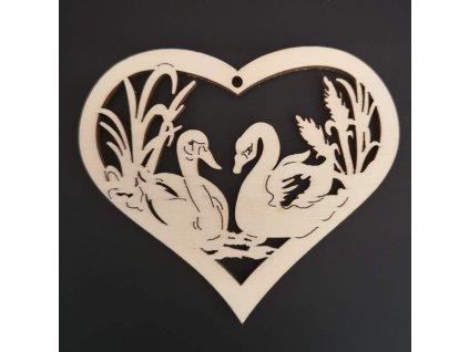 Dřevěná ozdoba srdce s labutěmi 7 cm