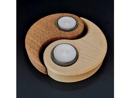 Dřevěný svícen jin - jang, masivní dřevo,15x11,5x3 cm