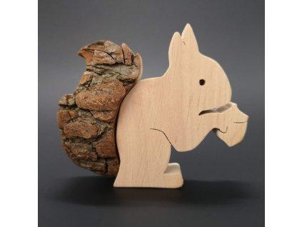 Dřevěná veverka s kůrou 10 cm
