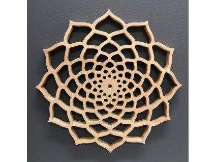 Dřevěná mandala na zavěšení, masivní dřevo, průměr 30 cm, tl. 20 mm