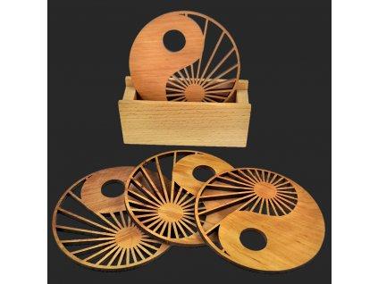 Sada pro stolování - stojánek na podtácky a čtyři podtácky stejný motiv z masivního dřeva
