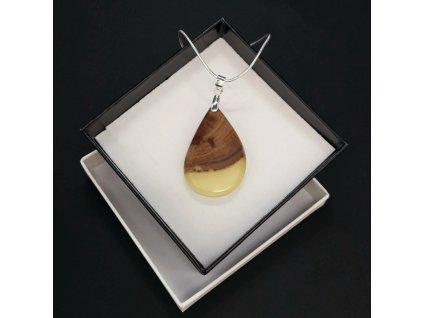 Dřevěný přívěsek na krk z pryskyřice žlutý