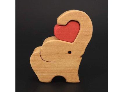 Dřevěný slon se srdcem