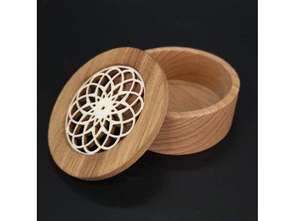 Dřevěná krabička kulatá, masivní dřevo s vkladem z topolové překližky ve tvaru mandaly, 8x3 cm