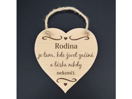 Dřevěné srdce s nápisem Rodina je tam, kde život začíná..., masivní dřevo, 16x15 cm