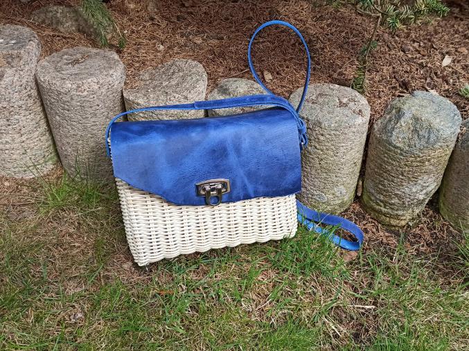 Proutěná kabelka modrá