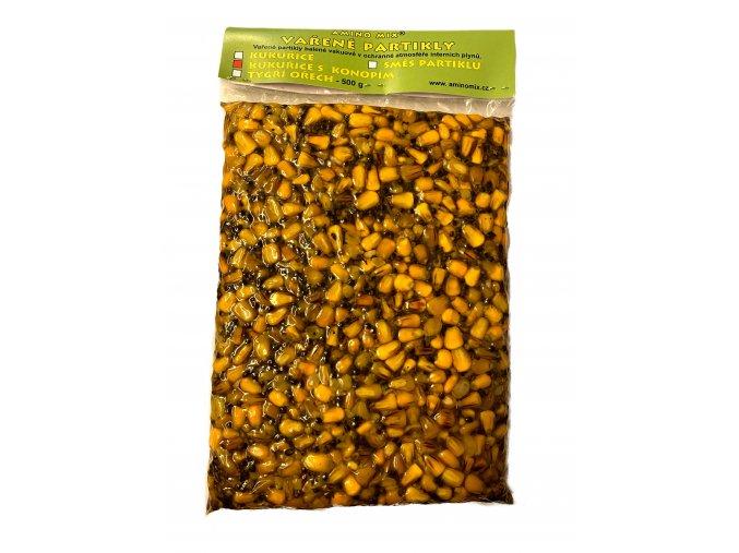 vařená kukuřice s konopím