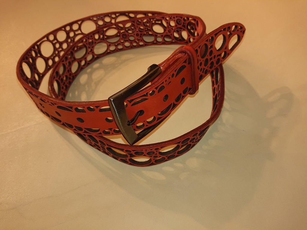 Kožený pásek prořezávaný