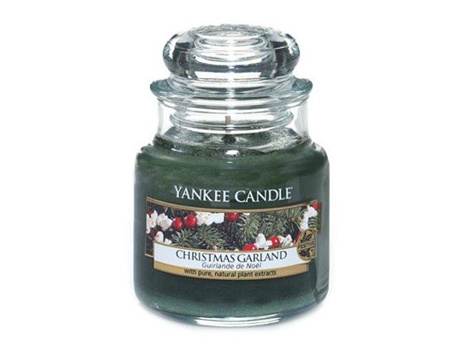 Vonná svíčka Yankee Candle Vánoční věnec CHRISTMAS GARLAND, 104 g
