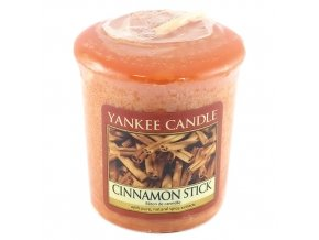 Votivní svíčka Yankee Candle Skořicová tyčinka, 49 g