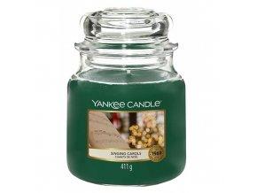 Yankee Candle Classic střední Vonná svíčka Singing Carols, 411 g