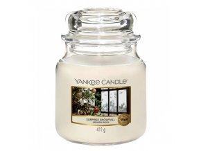 Yankee Candle Classic střední Vonná svíčka Surprise Snowfall, 411 g