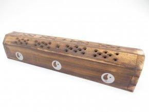 Mani Bhadra Stojánek na vonné tyčinky a kužely Dřevěná truhlička Yin Yang, 25 x 6 cm