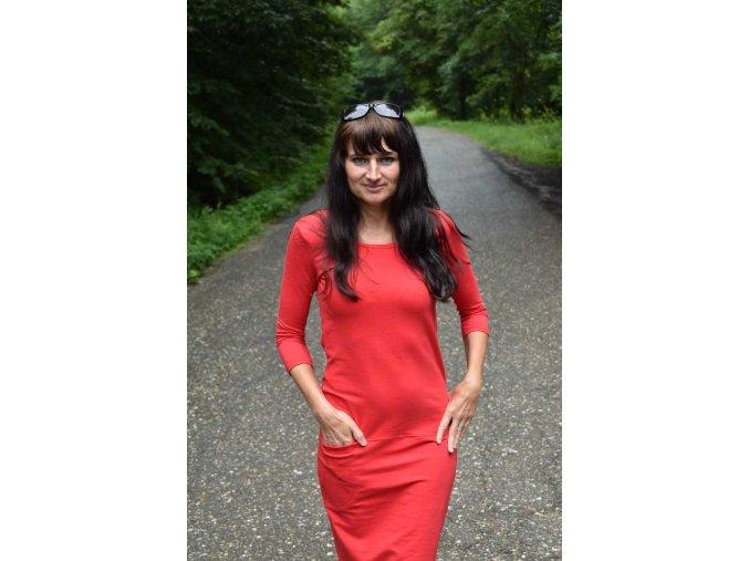Červené šaty s kapsičkou