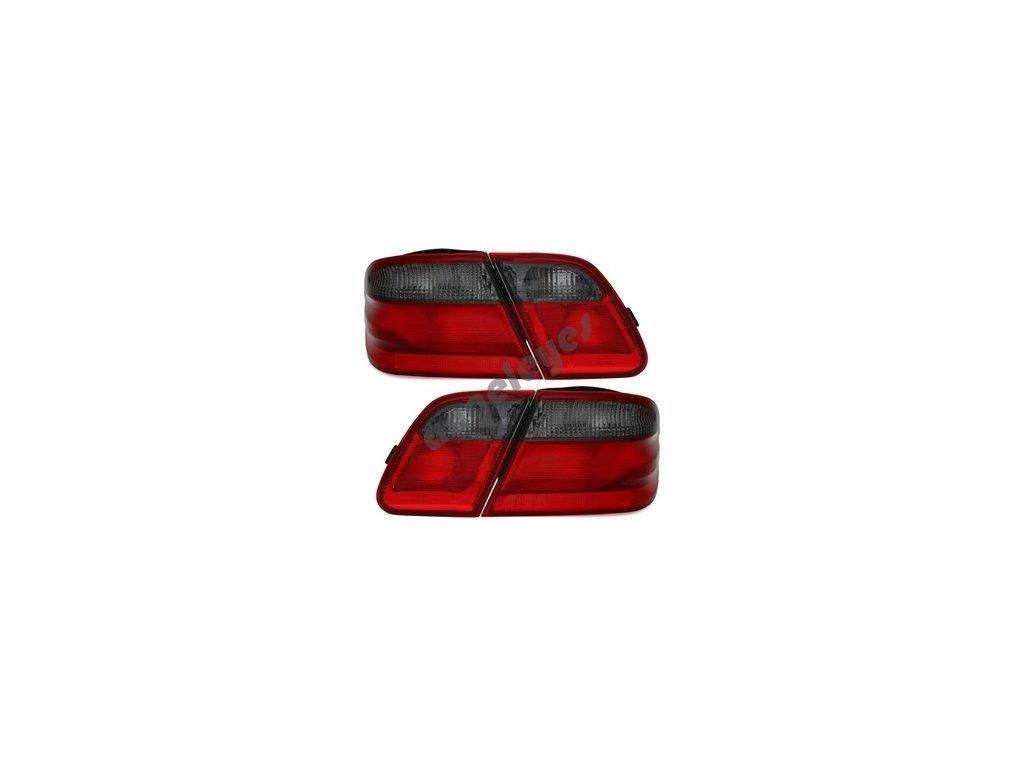 Zadné svetlá červeno-čierne pre E W210