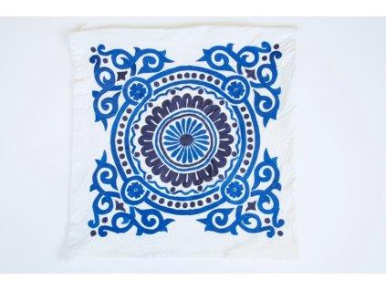 Polštář s modrým ornamentem