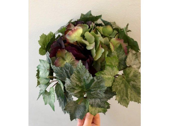 umela-kvetina-hortenzie-fialovy-svazek-s-brectanem