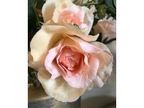umela-kvetina-ruze-svetle-merunkova