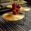 stolek-kulaty-z-cerneho-kovu-a-mosaznou-deskou-80cm