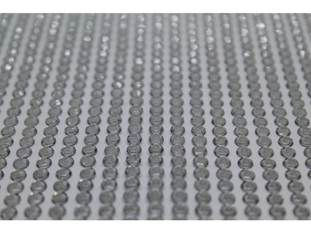 Samolepiace kamienky 4 mm strieborné 110