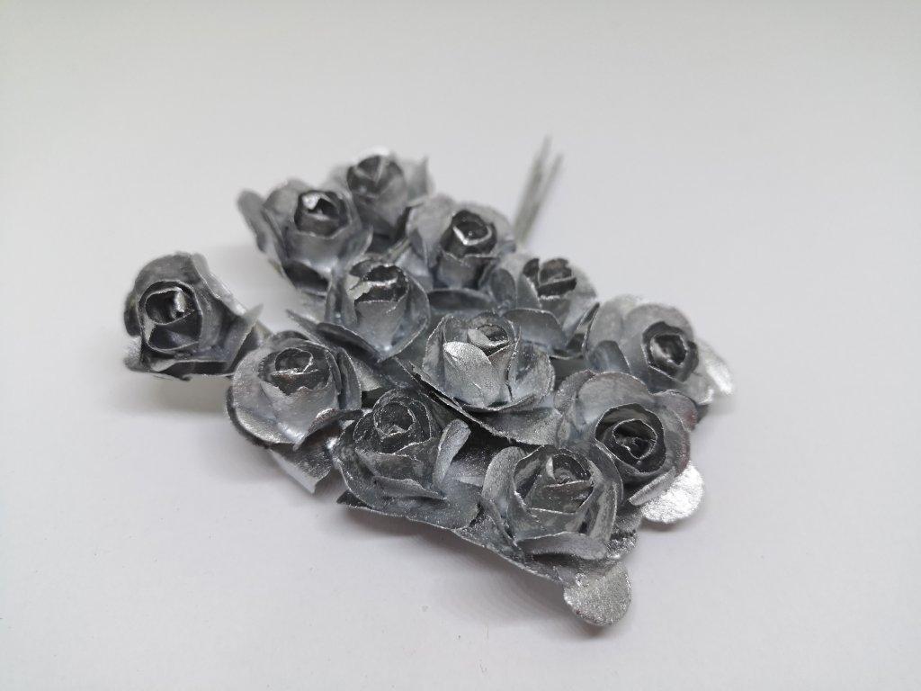 Papierové ružičky strieborné