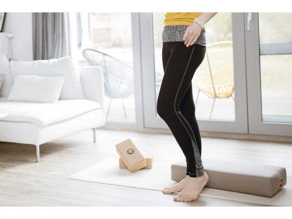 Leginy na jogu cerna se vzorem