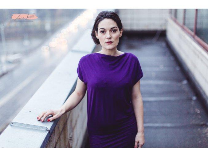 Rosmarina šaty krátký rukáv tmavě fialová
