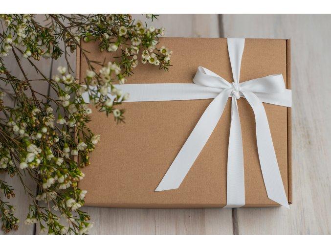 Přírodní krabička s atlasovou matnou stuhou (hnědá výplň)