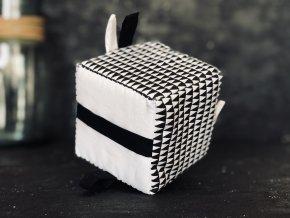 Úchopová kostka černobílá trojúhelníky