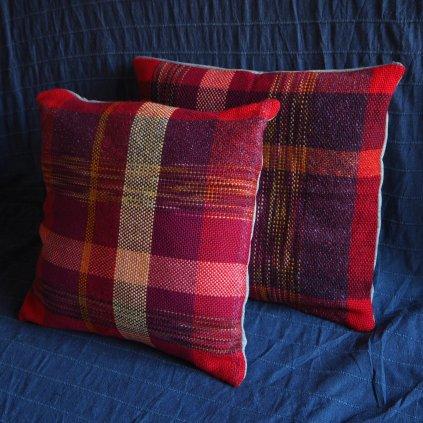 Červené povlaky na polštáře