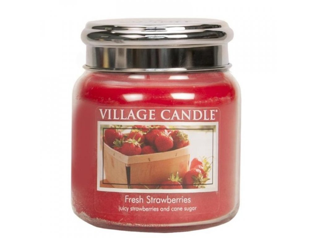 stredni vonna svicka ve skle village candle fresh strawberries cerstve jahody plechove vicko 800x800