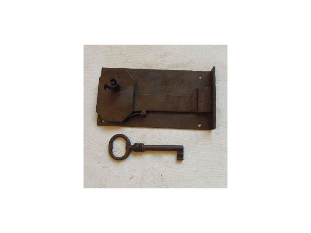 antikový zámek s klíčem,antikový zámek s klíčem,antikový zámek s klíčem