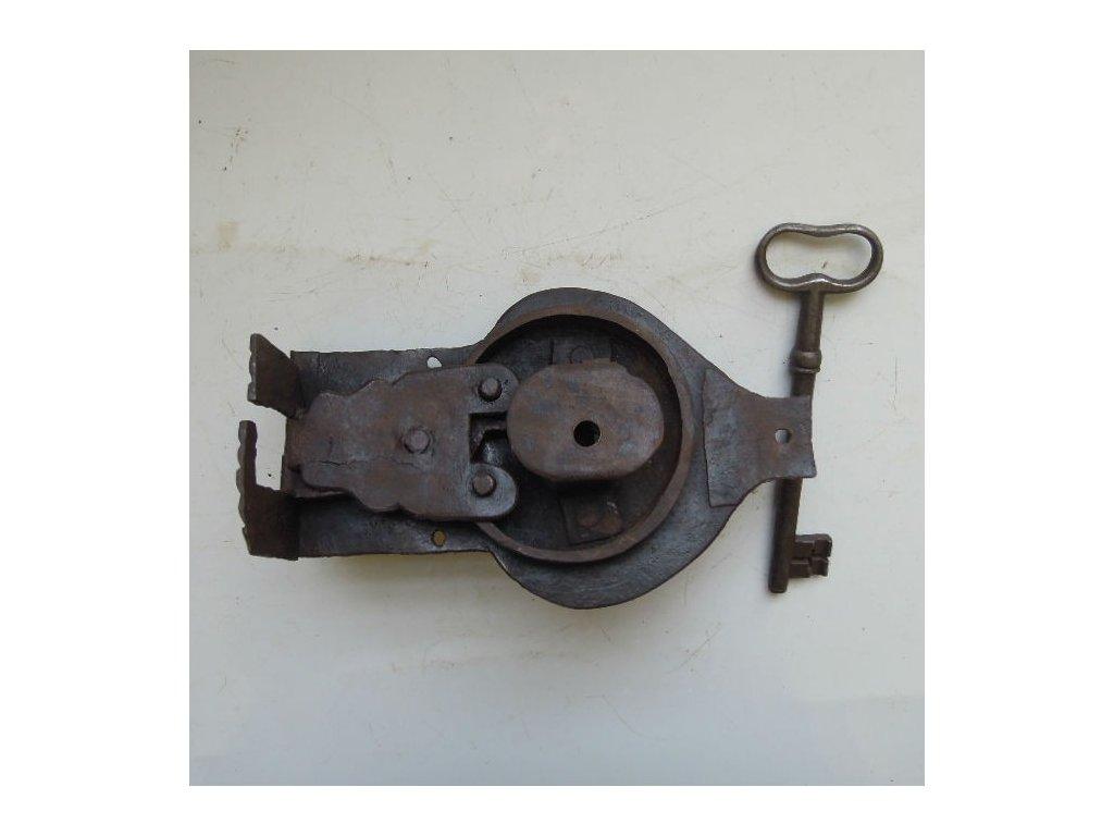 antikový truhlový zámek s klíčem,antikový truhlový zámek s klíčem,antikový truhlový zámek s klíčem,antikový truhlový zámek s klíčem