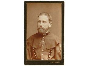 Muž v uniformě