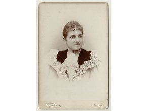 Portrét ženy s krajkou