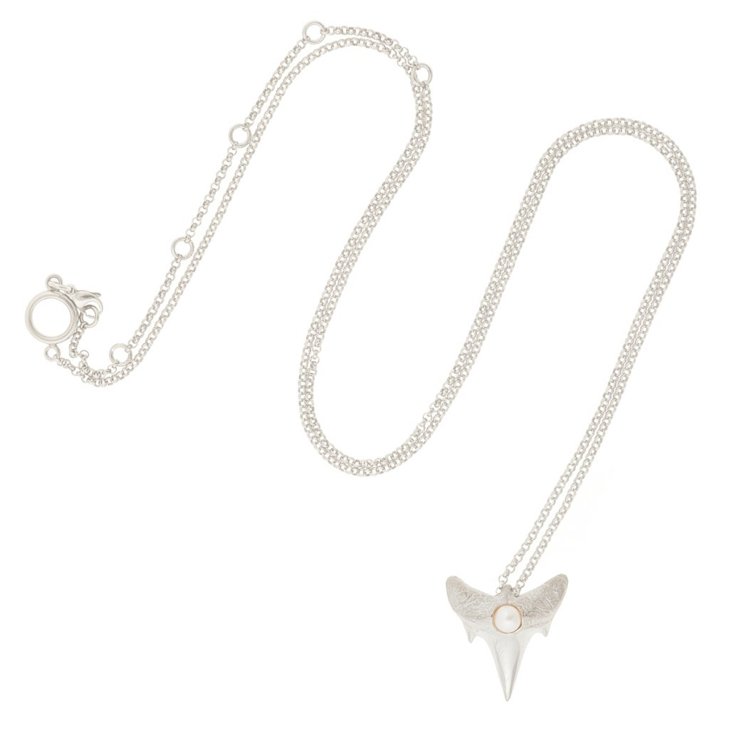 Shark tooth pendant M - silver