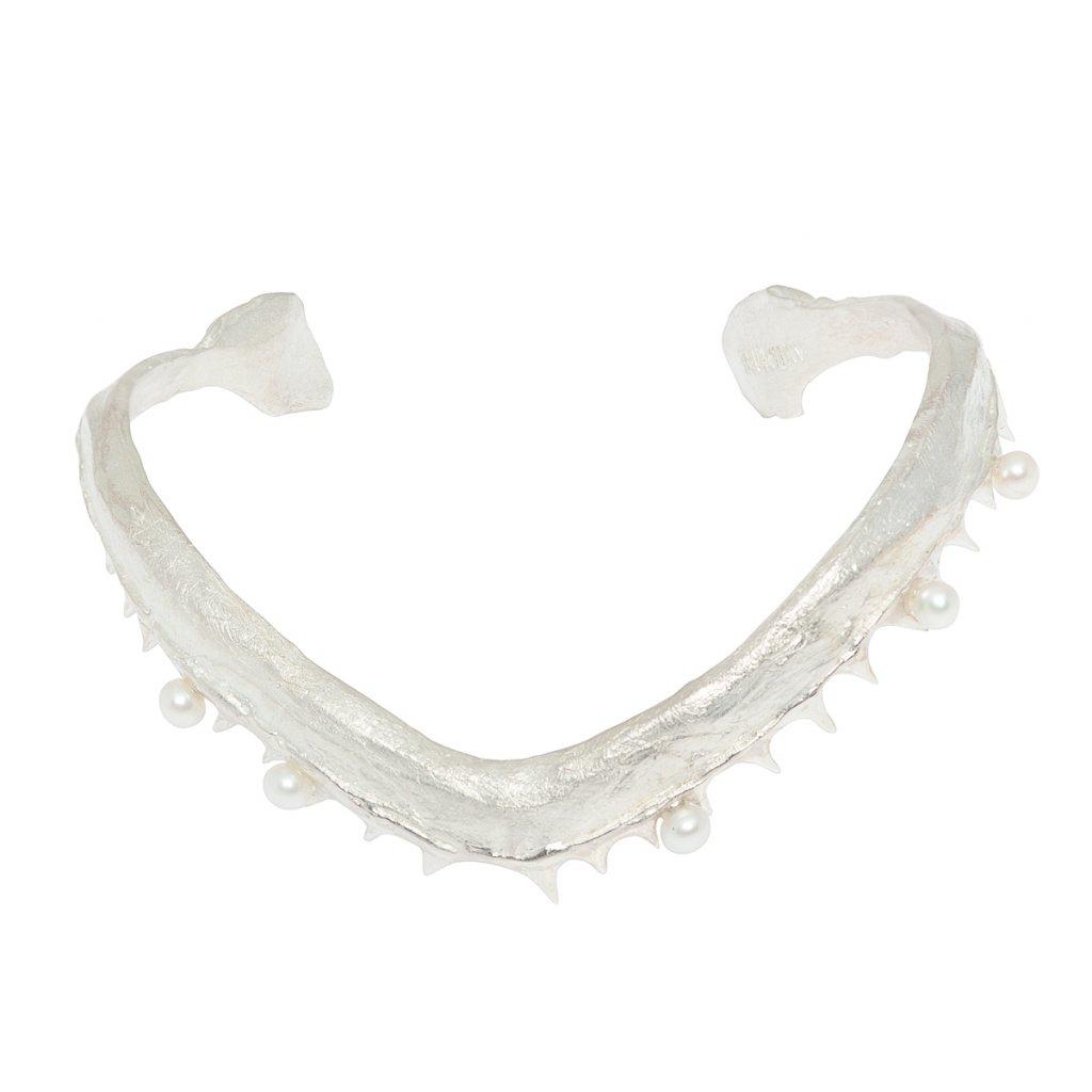 V jaw multi pearl bracelet - silver