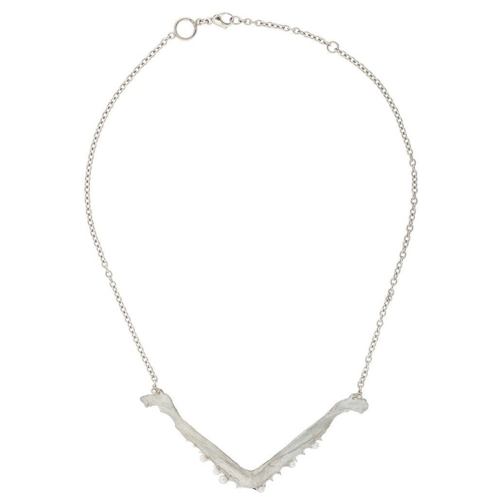 V jaw multi pearl necklace - silver