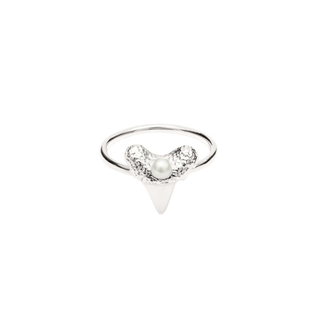Mini shark tooth heart ring - silver
