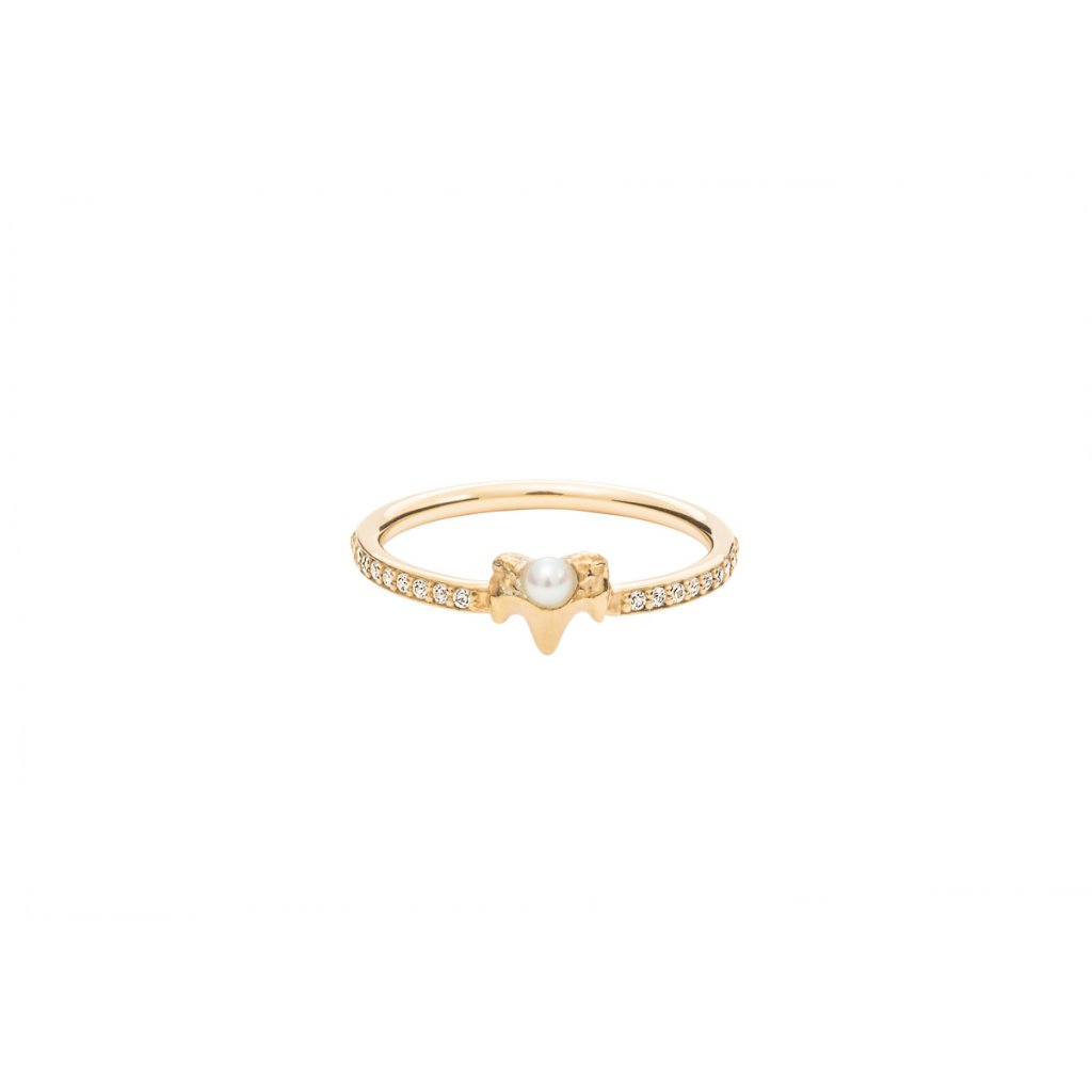 Petite A ring brilliant - 14kt yellow gold