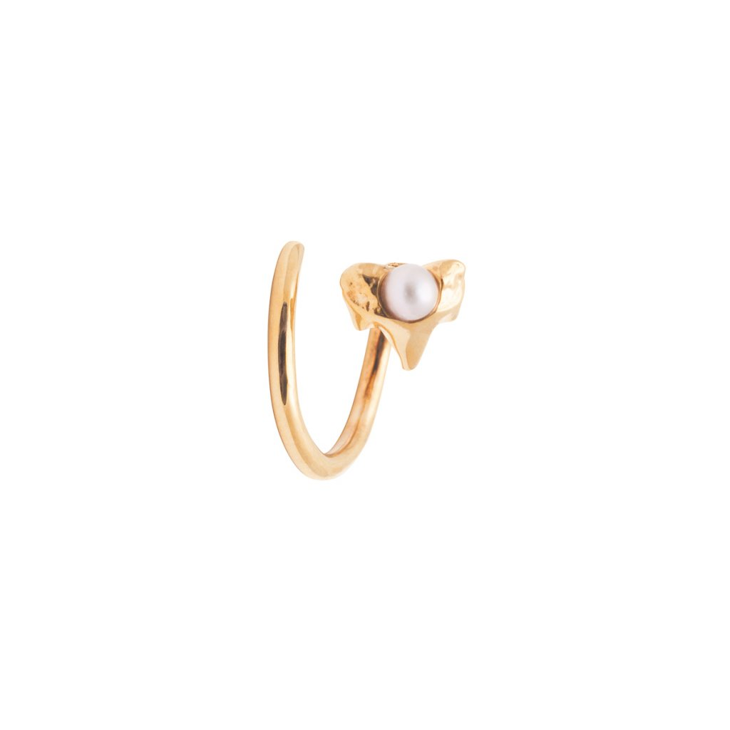 Petite A twist earring Right - gold plated silver