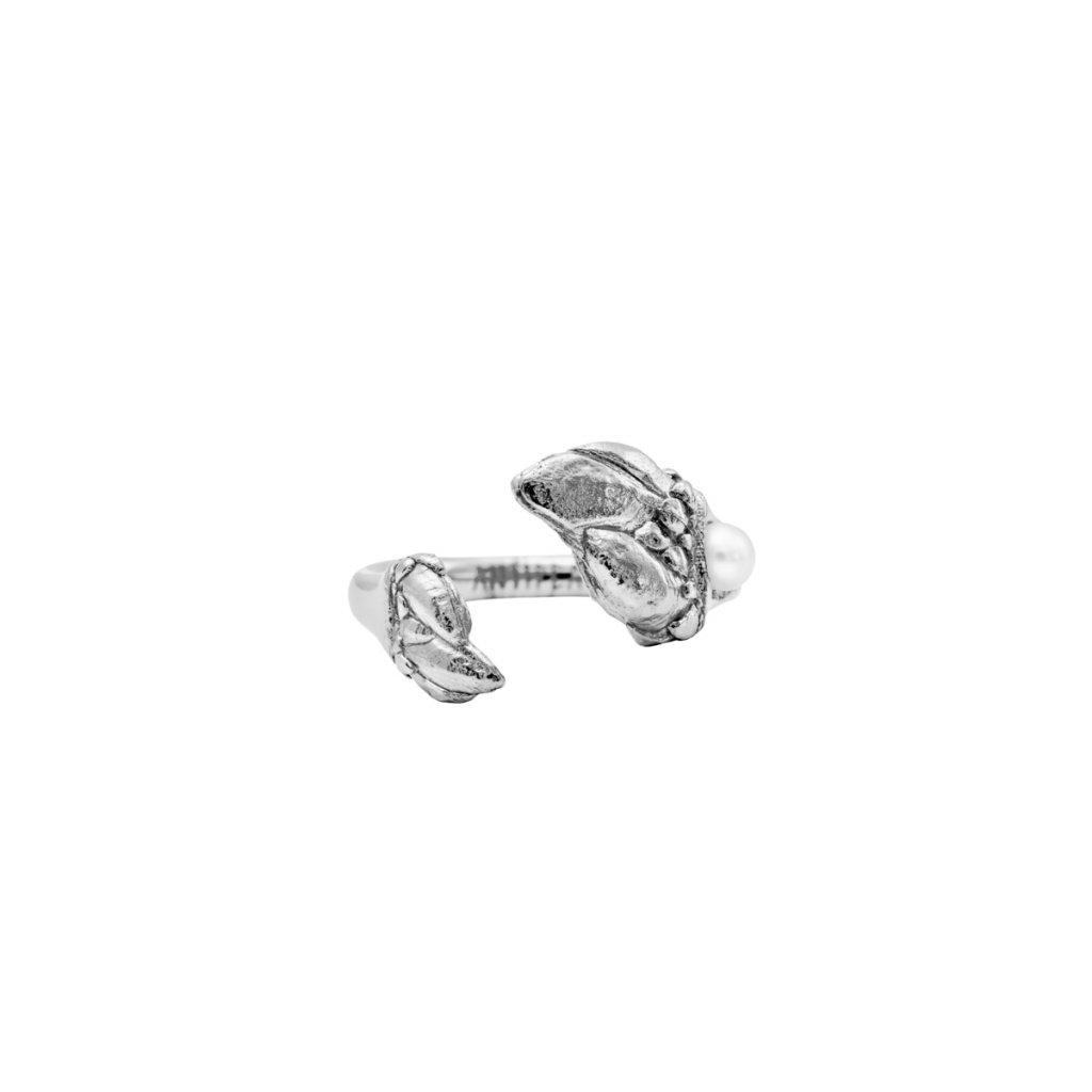Esther pearl ring A - 14kt white gold