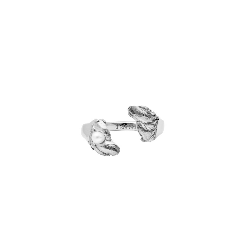 Esther pearl ring B - 14kt white gold