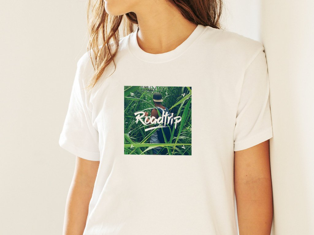 AS Roadtrip produktove fotky na web 001 04 tshirt Roadtrip cover 01 mockup girl