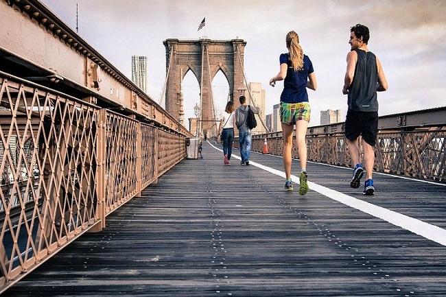 Běháte venku o sto šest? Tipy, jak prát funkční, outdoorové a sportovní prádlo