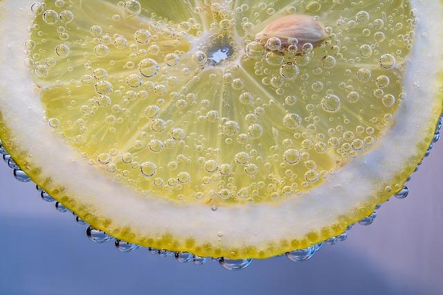 Je zdravější voda s bublinkami nebo bez?