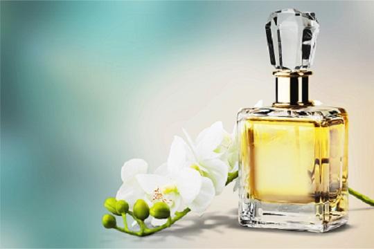 Parfémy s bílými květy