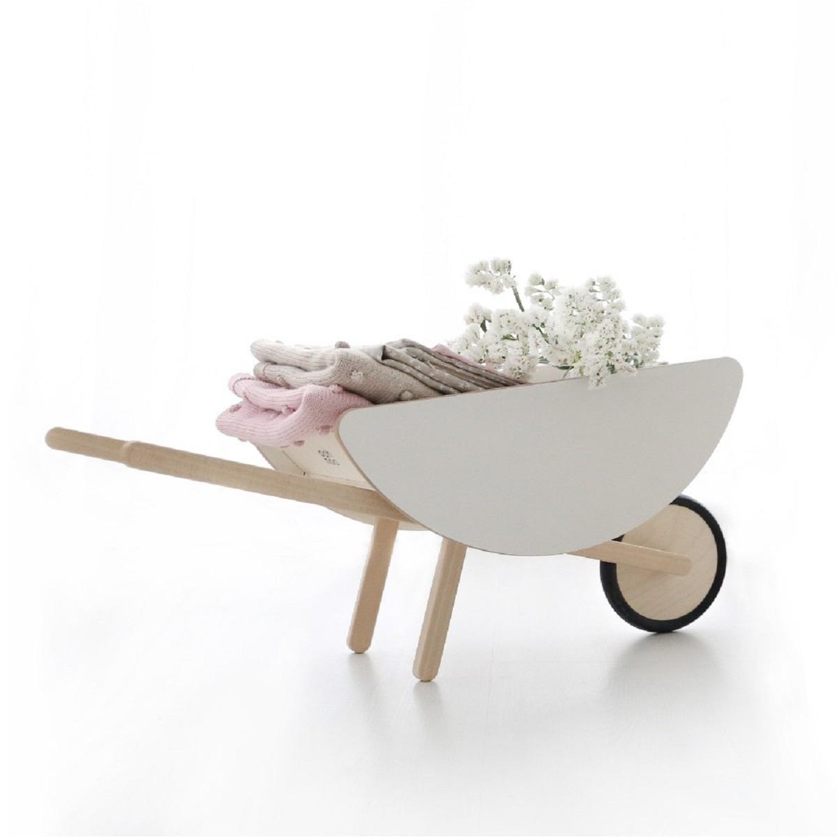 toy-wheelbarrow