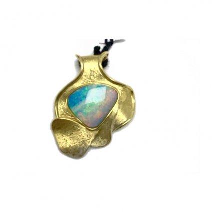Zlatý přívěsek s australským opálem